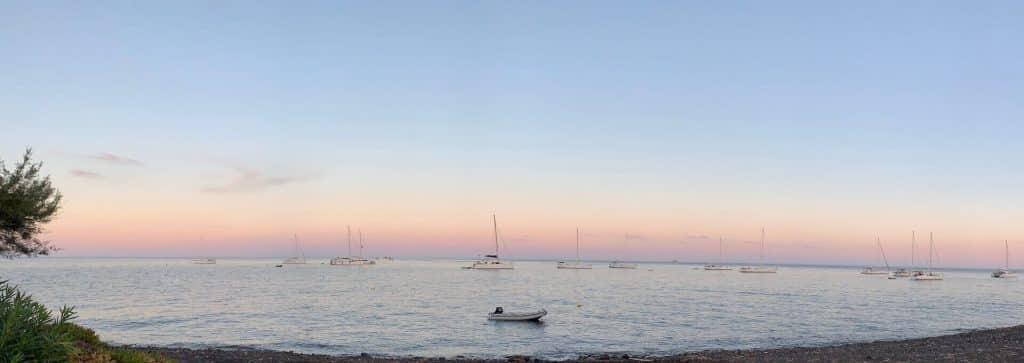 Campo boe Marina del gabbiano al tramonto